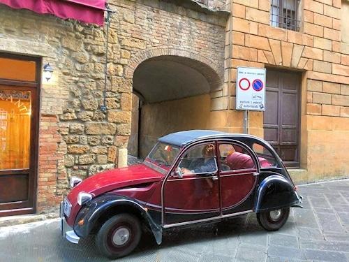 Deux Chevaux in Volterra