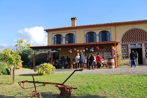 Familienfeier auf dem Weingut Terricciola.