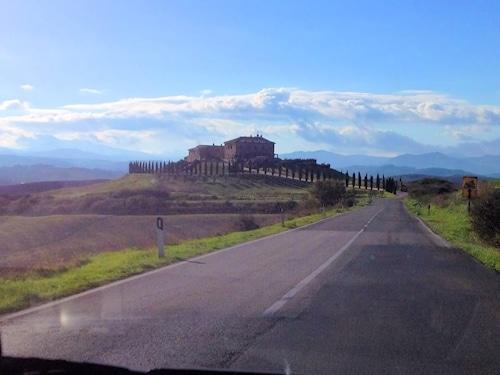 Fahrt nach Saturnia durch die Hügel.