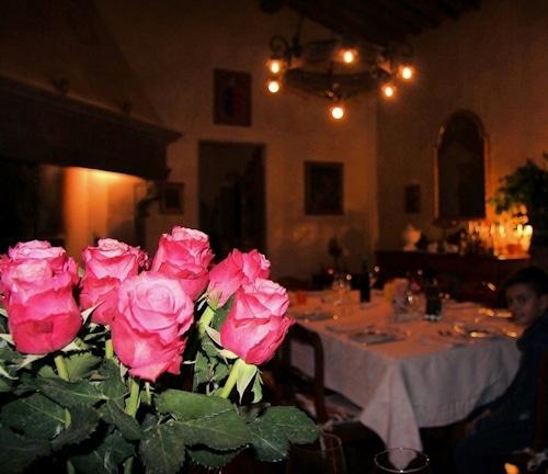 Abendessen in der Villa Sesto Fiorentino: Essen im Kaminzimmer.