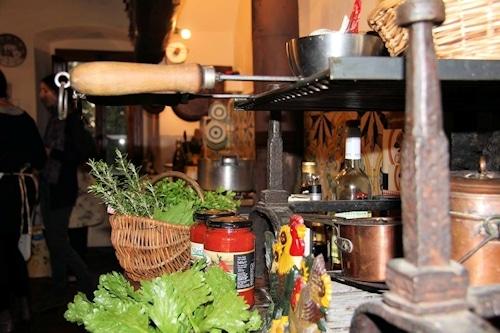 Kochkurs in der Villa Sesto Fiorentino: Antike, riesige Küche.