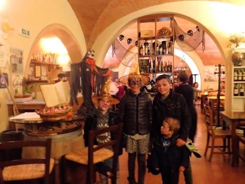 Halloween-Empfang im Restaurant I Locandieri in Terricciola.