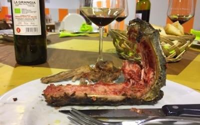 Bio-Steaks aus Maremmana-Rind und aus Cinta-Senese-Schwein