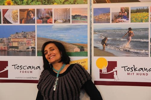 Alisa Santoni an dem Toscana-Forum Stand