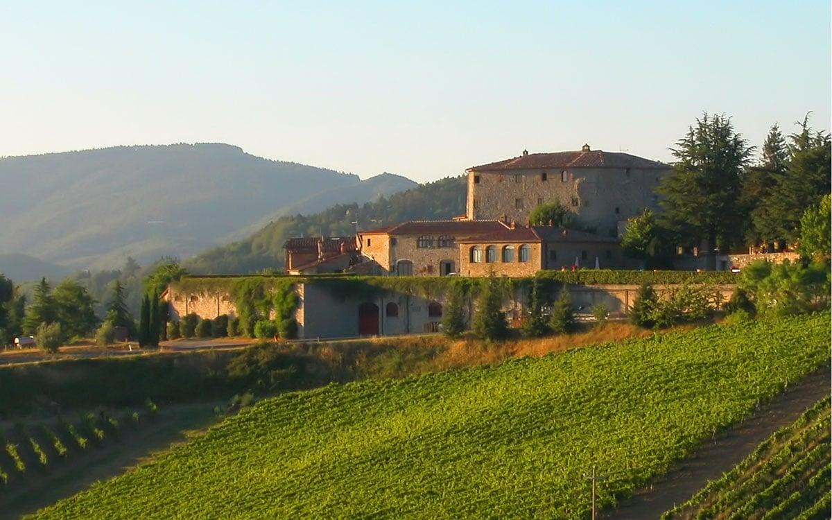 Burg Chianti 4 Außenansichten 01