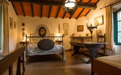 Landvilla Guardistallo Schlafzimmer 01