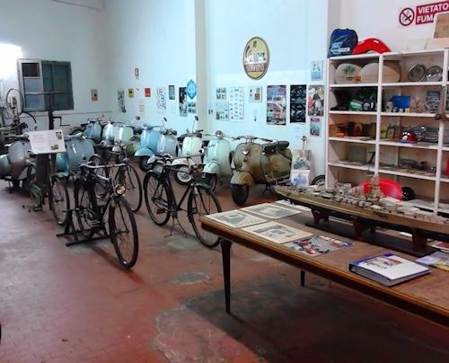 Vespa-Werkstatt und Mini Vespa-Museum für echte Sammler.