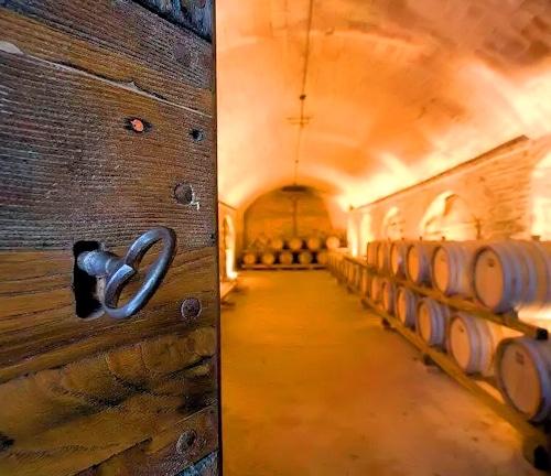 Antiker Vin Santo Weinkeller im Weingut Terricciola 6