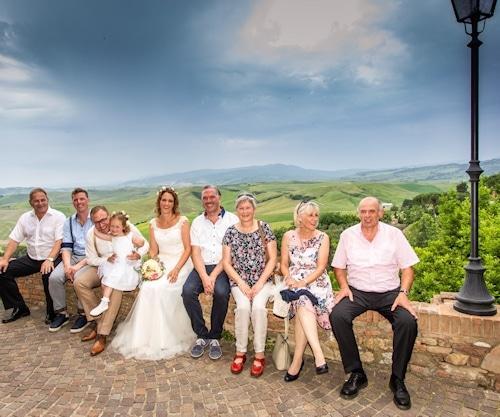 Hochzeit im engsten Familienkreis mit Töchterchen Hannah, den Eltern der Brautleute und den Trauzeugen.