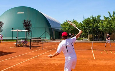Ferienhäuser mit Tennisplatz