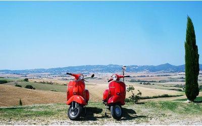 Miet-Vespas und Fahrräder